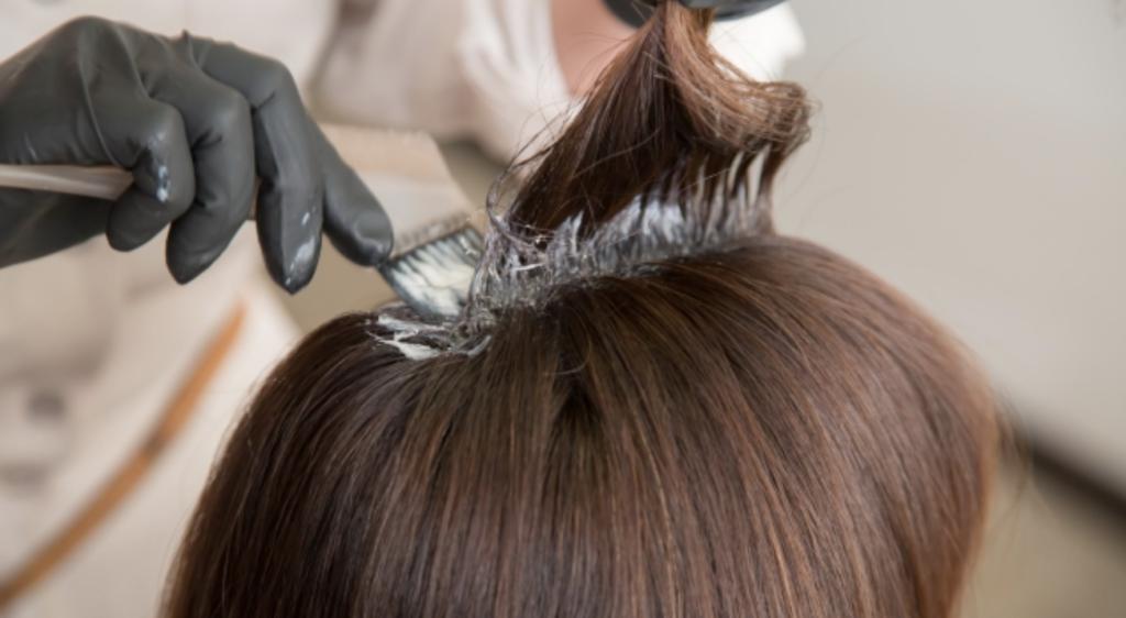 頭皮の湿疹の原因はカラーやパーマのしすぎ