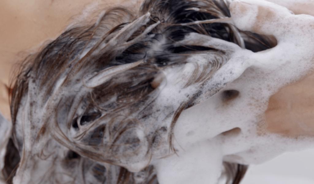 髪の洗い方と乾かし方