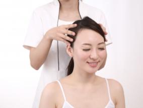 頭皮が固いっ!最短で頭皮の悩みを改善する方法と原因をお教えします