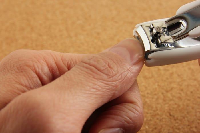爪が割れるなら深爪を止める